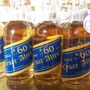 Garrafinha de whisky Blue Label (com cachaça amarela)